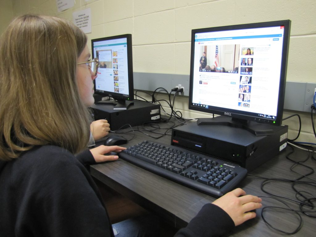 Internet et les médias sociaux à l'adolescence