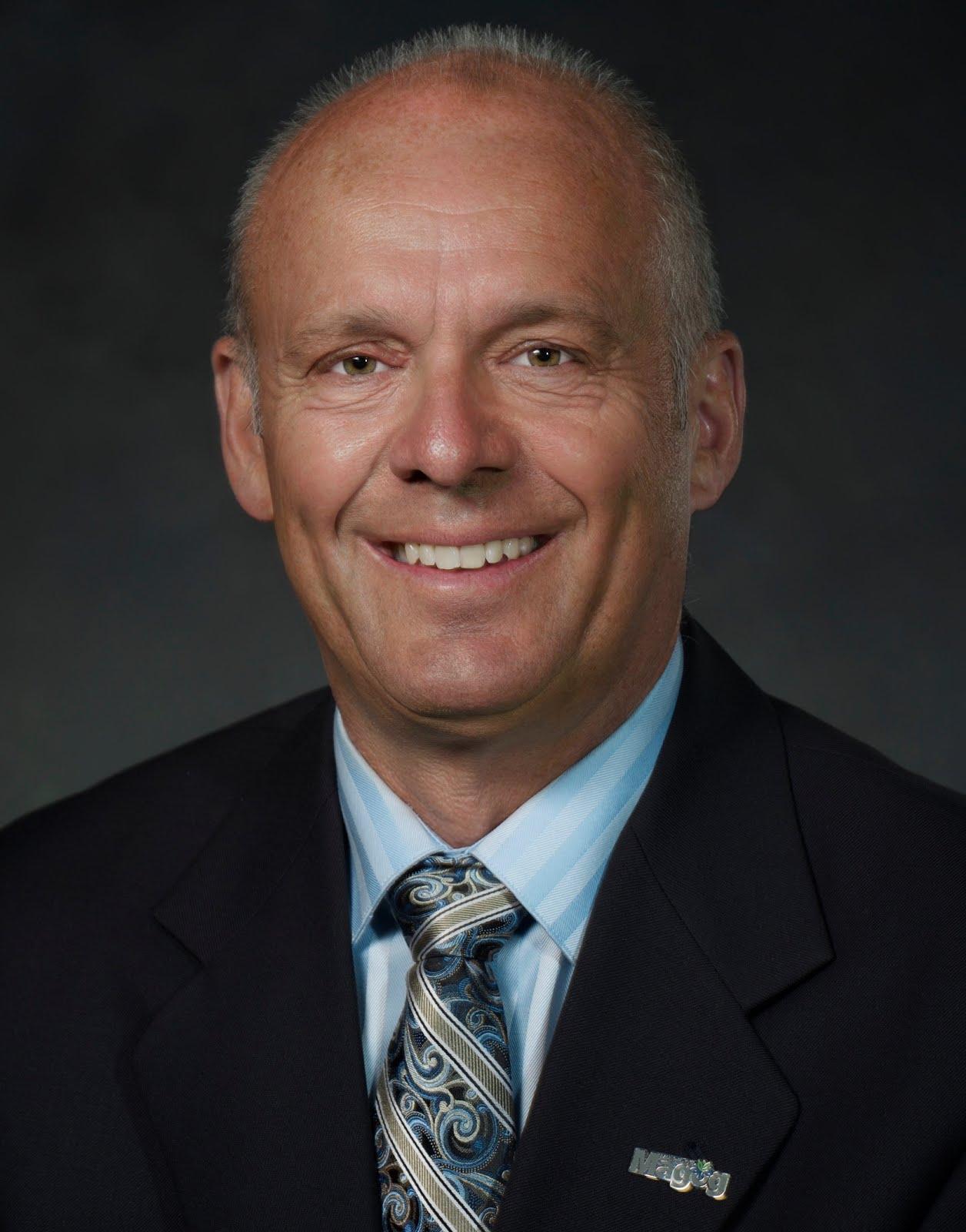 M. Jacques  Laurendeau, membre